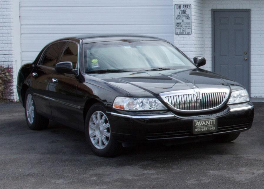 Lincoln Town Car Luxury Sedan Best: Black » Avanti Limousines
